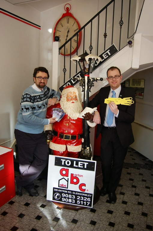Graham Barton of ABC Estate Agents, Glengormley (l) and Graeme Smyth of NI Water (r) promoting the 'Beat the Freeze' message.