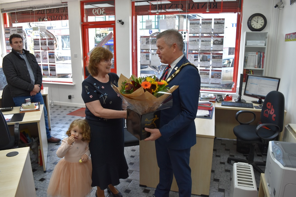 Mayor presents flowers to Mrs Barton