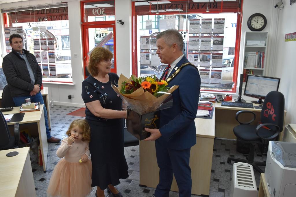 Mayor presents flowers to Mrs Barton