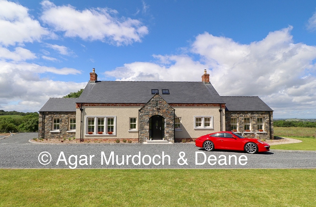 Bespoke Country House, With Stunning Rural Views!